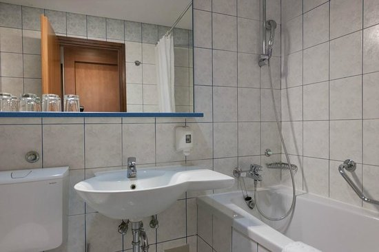 Hotel Park: Bathroom