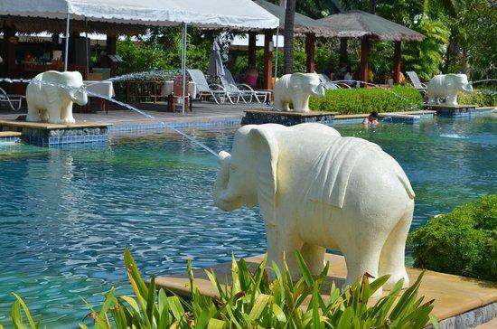 Bandara Resort & Spa: Main pool fountain