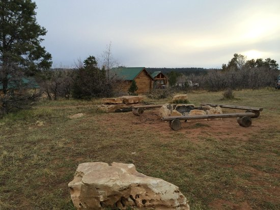 Zion Ponderosa Ranch Resort: Community firepits between some of the cabins
