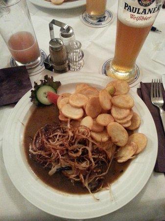 Sudbahnhof: Steak with Potato and fried onions