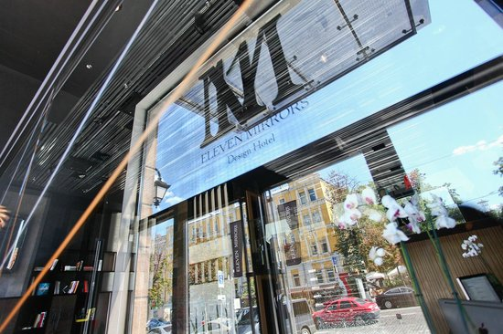 11 Mirrors Design Hotel: Entrance
