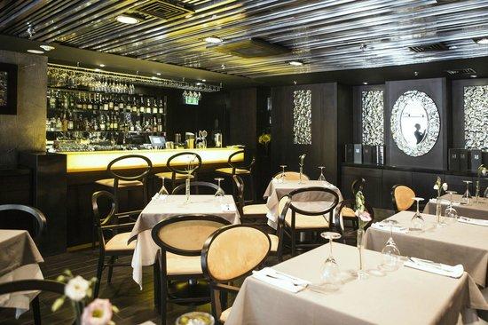 11 Mirrors Design Hotel: Restaurant