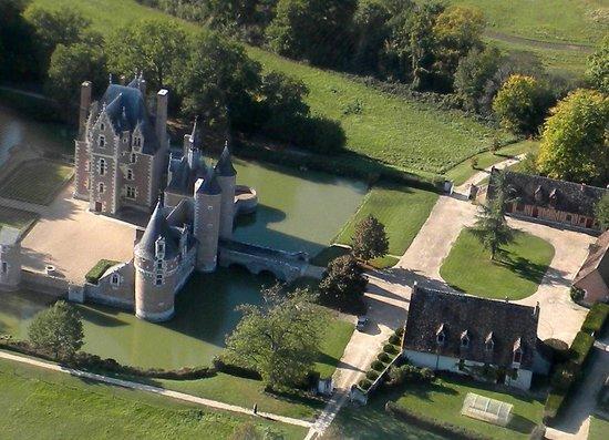 Chateau du Moulin Conservatoire de la Fraise : vue aérienne