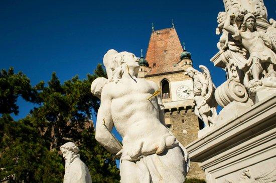 Burg Perchtoldsdorf : Nice statue