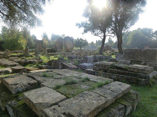 แองเชี่ยน โอลิมเปีย (อาร์ไชย่า โอลิมเปีย): vestiges de temples