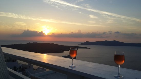 Hotel Thireas: Wine and view