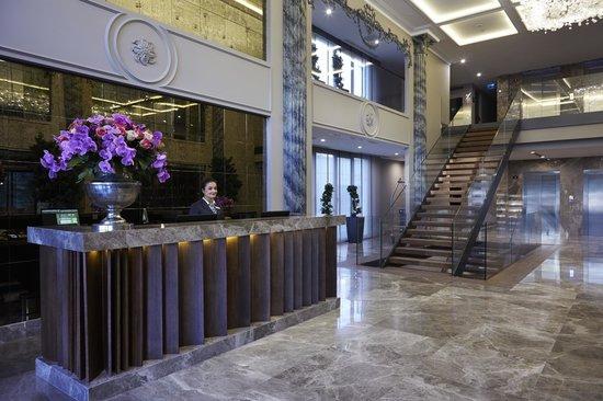 Biz Cevahir Hotel Istanbul : Hotel Front Desk