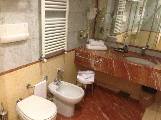 Hotel Carrobbio: bagno