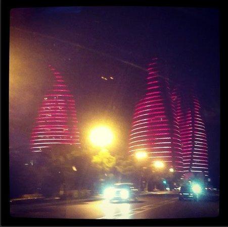 Flame Towers: огни Баку