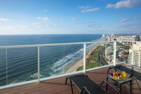 Island Suites Hotel: Balcony