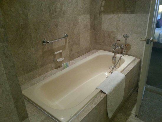 Berjaya Times Square Hotel, Kuala Lumpur: Bathtub   Premier Studio