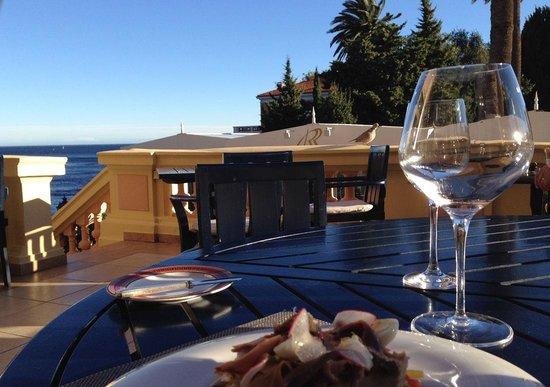 Hotel Royal-Riviera : Déjeuner sur la terrasse du restaurant