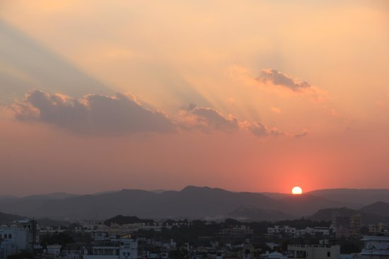 Madri Haveli: sunset from the rooftop restaurant