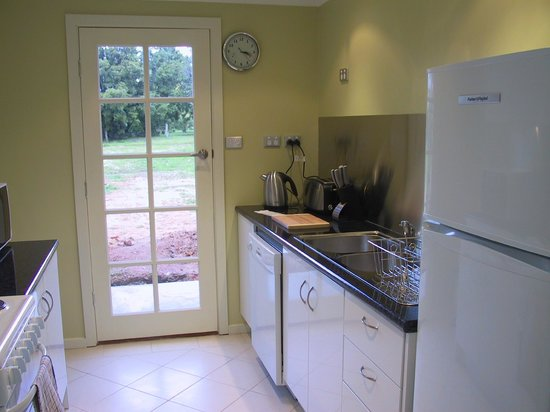 Barossa Heritage Cottages : Bandicoot Nest - fully equipped kitchen incl Espresso