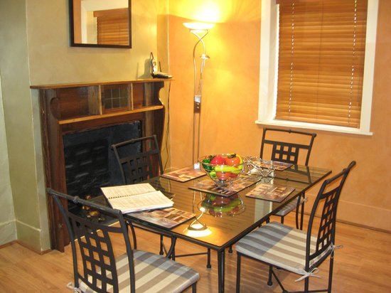 Barossa Heritage Cottages : Bandicoot Nest - separate dining room