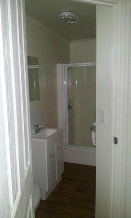 Richmond Caravan and Cabin Park: Bathroom