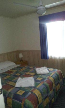 Richmond Caravan and Cabin Park : Bedroom 2