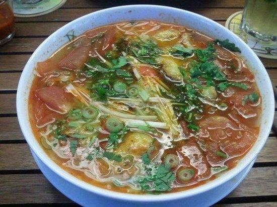 Lac Viet: Vietnamesische Nudelsuppe