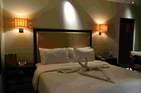 Royal Orchid Central Kireeti: bed