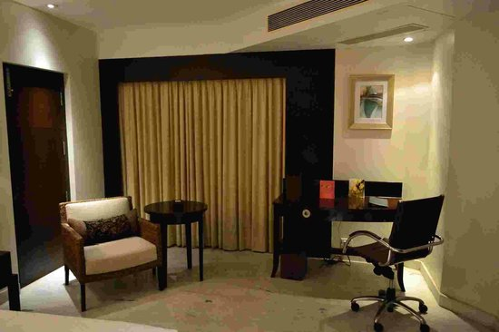 Royal Orchid Central Kireeti: room