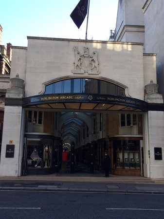 Burlington Arcade: Ingresso su Burligton Gardens