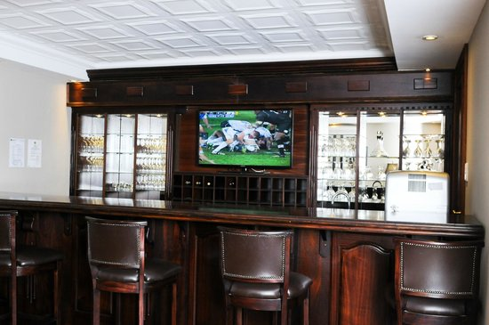 Candlewoods Guesthouse: Bar