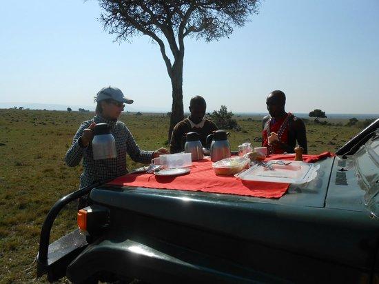 Julius Thuvi Safaris : Bush Brekkie