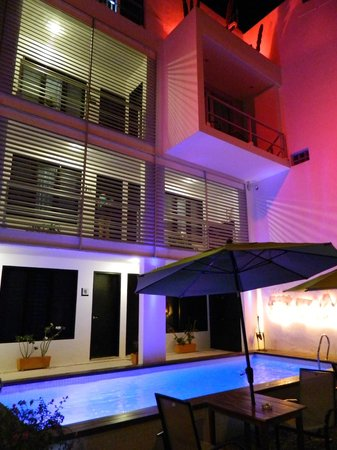Hotel Casa Ticul : Night view of some of the rooms