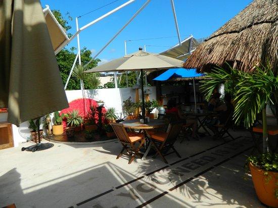 Hotel Casa Ticul: Breakfast on the terrace