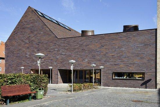 Sörö, Danmark: Sorø Kunstmuseum set fra indgang via Munkevænget