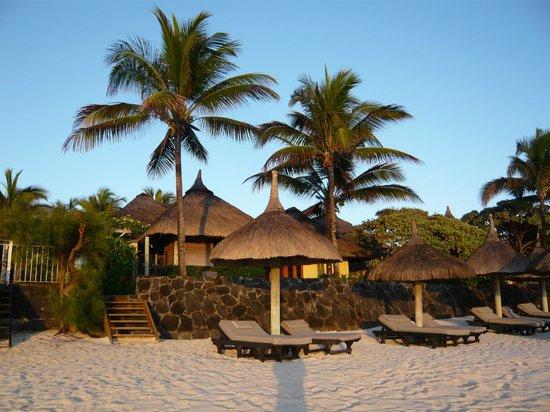 Constance Belle Mare Plage: Blick auf die Villa vom Strand