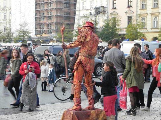 Cracovie : パフォーマンスがあちらこちらで。