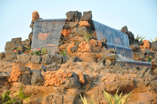 Regenta Resort Bhuj: water falls