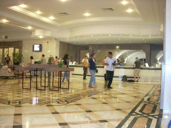El Mouradi Palm Marina: reception and lobby area