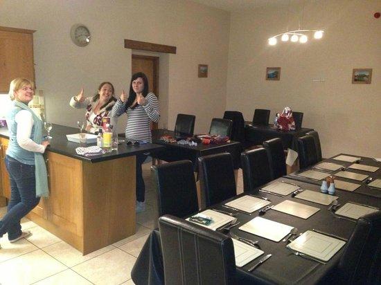 Llety Cynin: Kitchen area