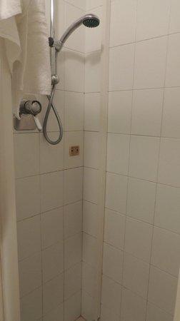 Hotel Guidi: Chuveiro