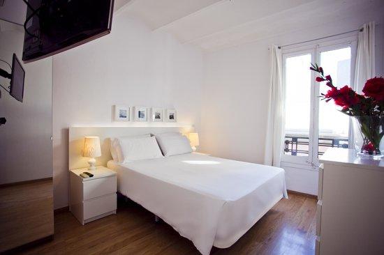 Las Ramblas Passatge Bacardi Apartments : bedroom