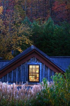 The Inn & Spa at Cedar Falls: Fall at The Inn at Cedar Falls