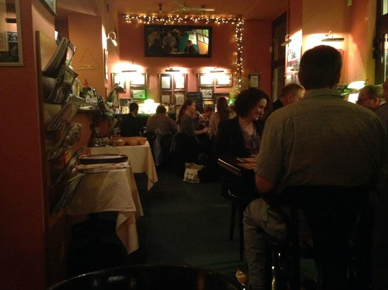 Radio Cafe: Busy evening scene
