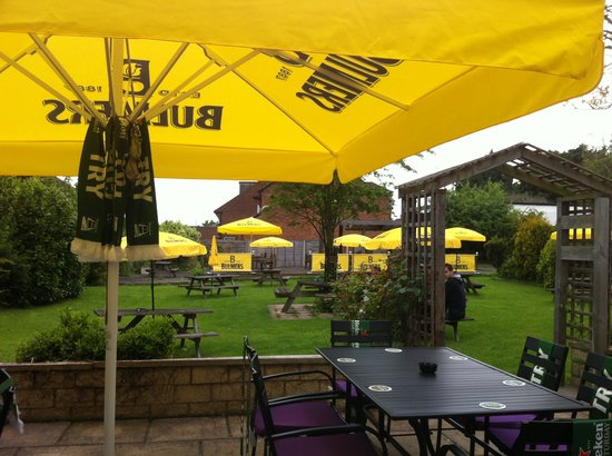 White Hart Inn: Large Beer Garden