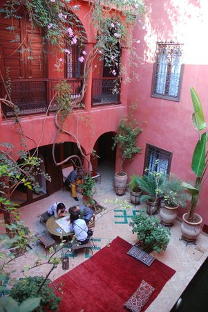 Riad Honey Sarl: Innenhof am Tag