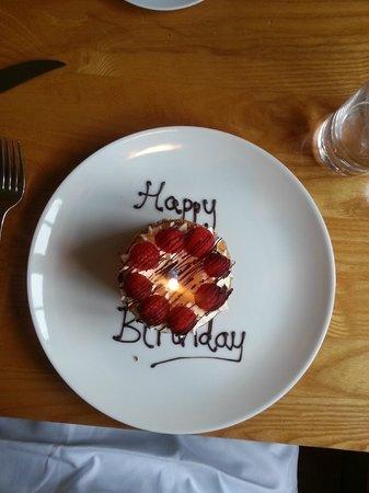Luscombes Restaurant: Birthday pudding!