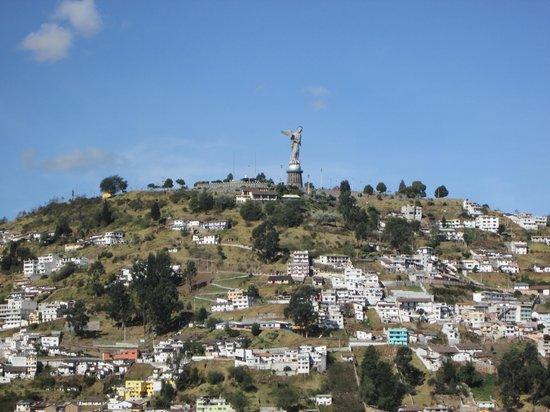 La Casa Tolena Hostal: Virgen del panecillo desde terraza