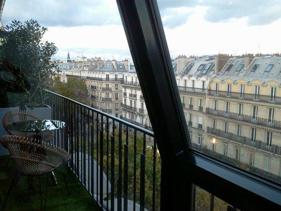 Hotel Le 123 Sebastopol - Astotel: vue de la chambre et balcon