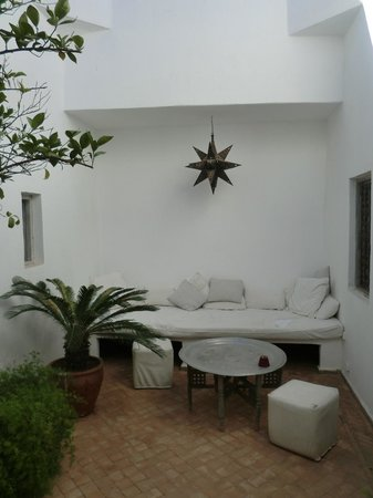 Riad O2: Little seating area