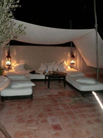 Riad O2: Rooftop at night