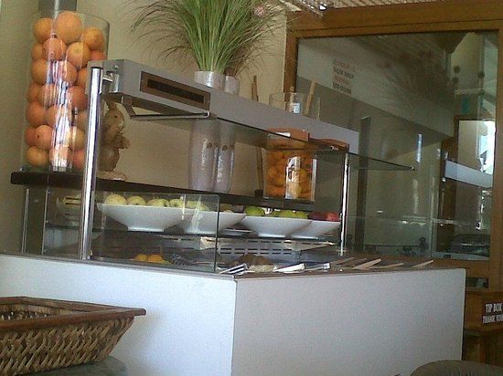 Ece Saray Marina & Resort : child's-eye view of breakfast