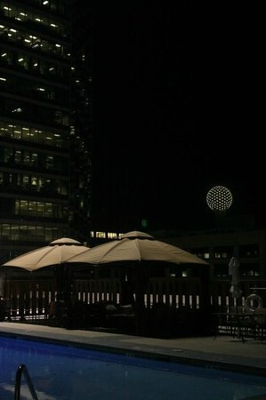 Crowne Plaza Hotel Dallas Downtown : Pool Deck at Night (on 9th Floor)