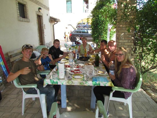 Agriturismo Torre Mannella: Eating lunch in front of our room