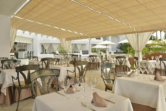 IBEROSTAR Marbella Coral Beach: Restaurant's Terrace